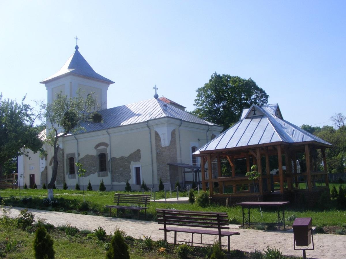 Biserica și paraclisul de vară